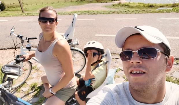 Iboya en Mateusz Nowak tijdens een fietstochtje in de streek