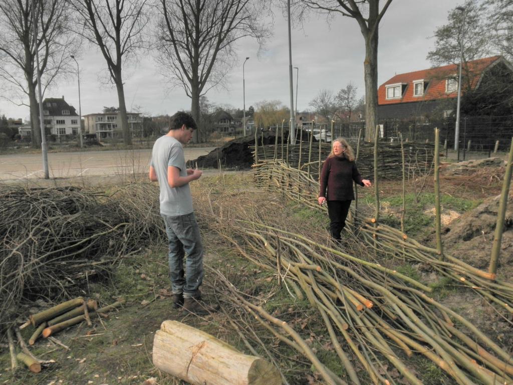 Ecoring vrijwilligers bouwen omheining Eddy Fikier © BDU media