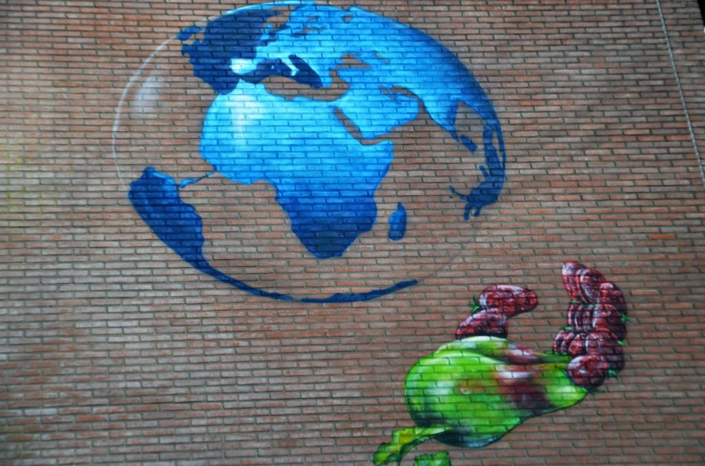<p>Oplossing fotoquiz 38: &nbsp;Ede, Kazernelaan: graffiti gebouw 85, achter Mauritskazerne.&nbsp;</p> <p>Henny Jansen</p> © BDU Media