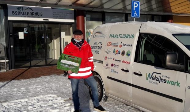 <p>Ton van Hienen is &eacute;&eacute;n van de vrijwilligers die de maaltijden bezorgt bij de cli&euml;nten van MaaltijdThuis &ndash; ook als het sneeuwt.</p>