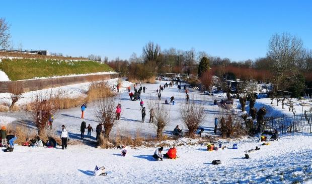 <p>Mooie omstandigheden om te schaatsen op de Oostgracht</p>