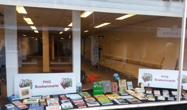 <p>De PHG boekenmarkt is verhuisd naar Dorpsstraat 23 (oude locatie van De Lichtster).</p>