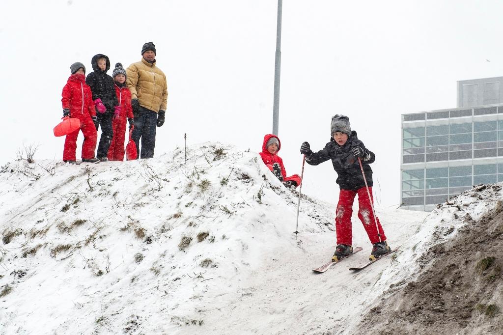 <p>Sneeuwpret in Amersfoort</p> Rinus van Denderen © BDU media