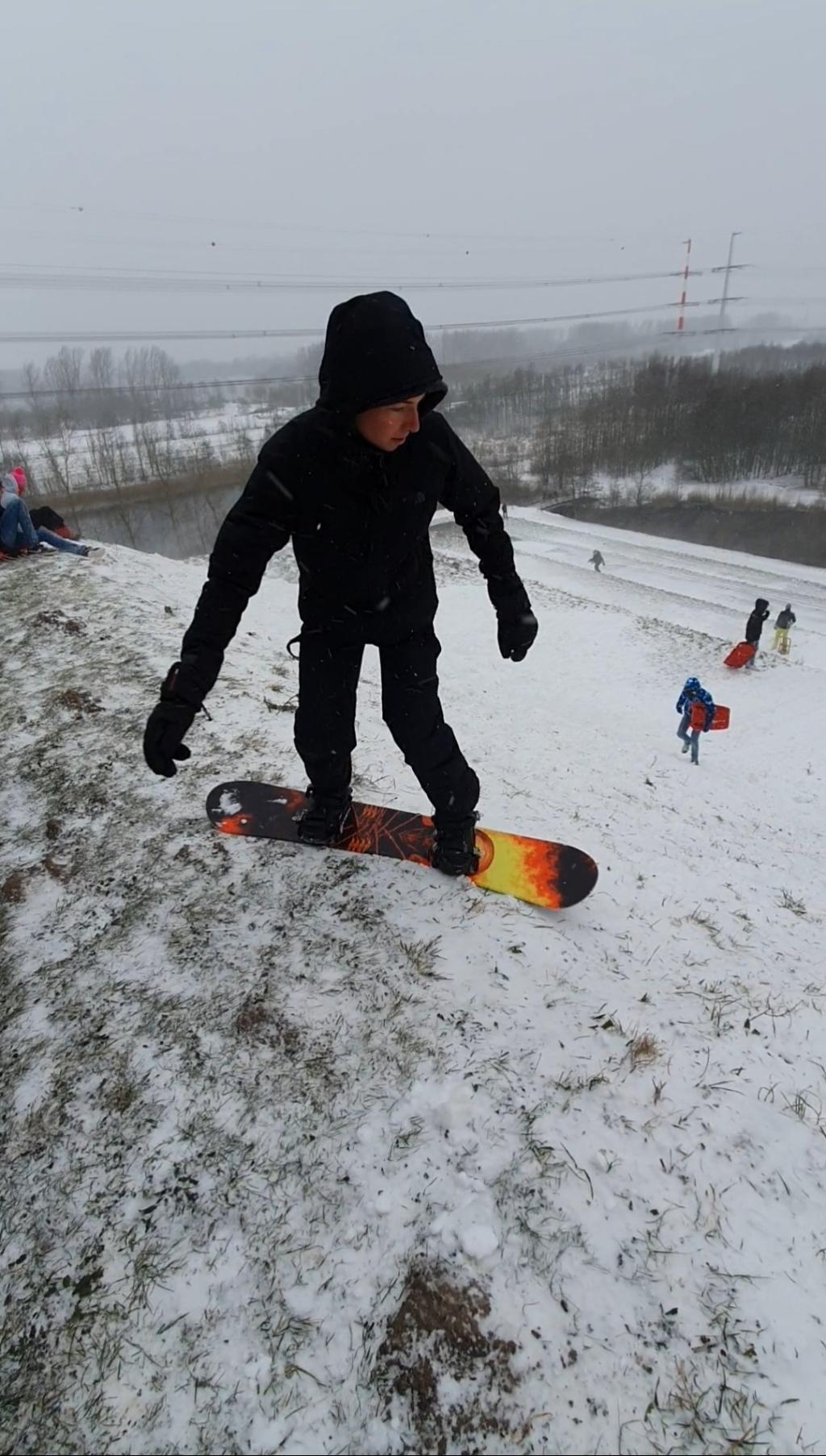 <p>Snowboarden vanaf de Big Spotters Hill in Vijfhuizen</p> Patrick MacDonald © BDU media