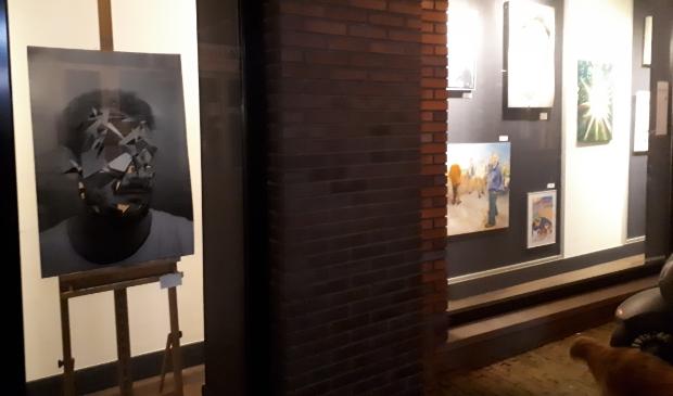 de etalage tentoonstelling is dag en nacht corona-proof te bezoeken