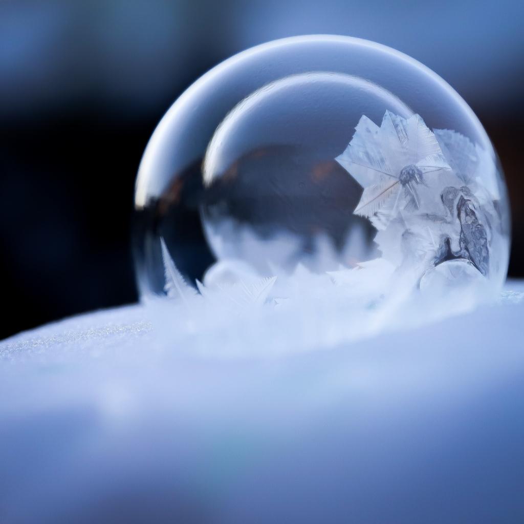 Een heel bijzonder plaatje, van een bevroren zeepsopbel Dennis Lieffering © BDU media