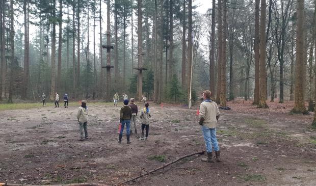de scouts spelen een spel