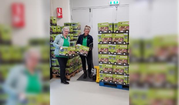 Pakketten gedoneerd aan de voedselbank