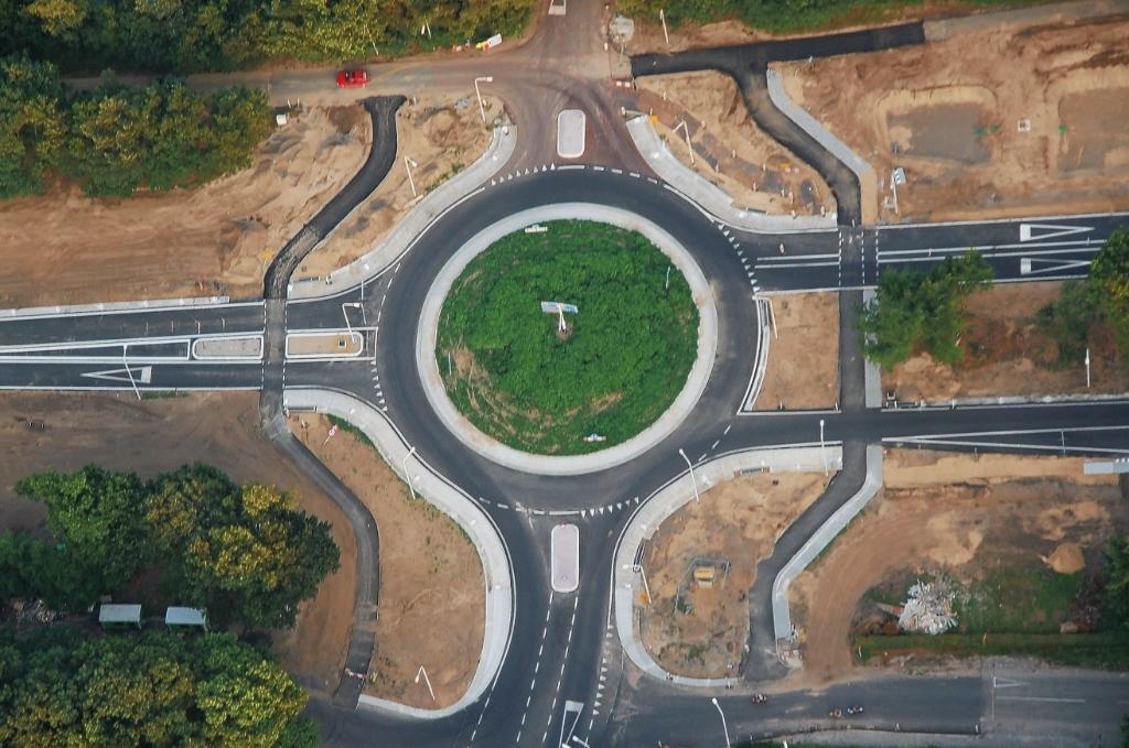 <p>Oplossing fotoquiz 40: Ede, Hessenweg, Apeldoornseweg, Wekeromseweg. Aanleg rotonde (2005).&nbsp;</p> <p>Henny Jansen</p> © BDU Media