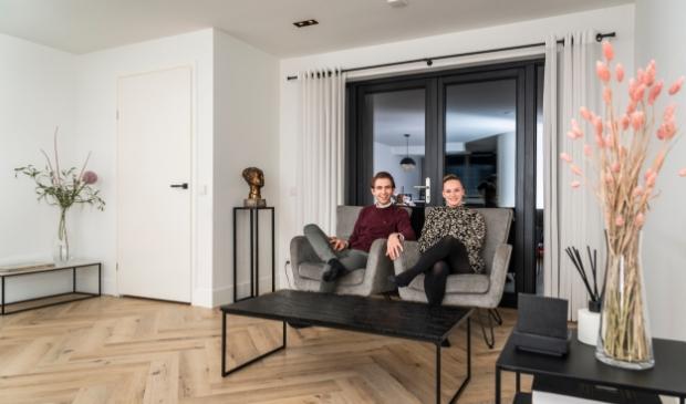 <p>Jan en Esther de Waard in hun woonkamer in Barneveld.</p>
