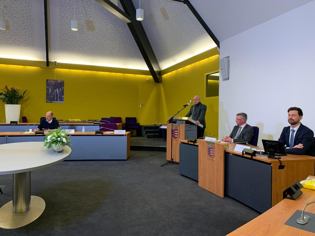 Burgemeester Isabella geeft de uitslag van het referendum door. Annette Stolk © BDU media