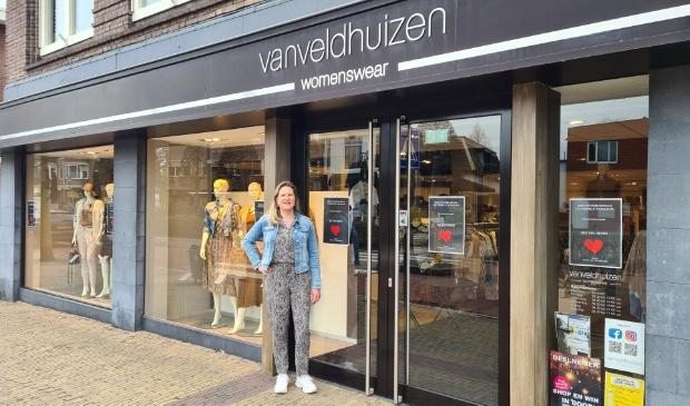 <p>Ruth van Veldhuizen heet haar klanten weer van harte welkom, de etalage is weer gevuld met voorjaarscollectie.</p>