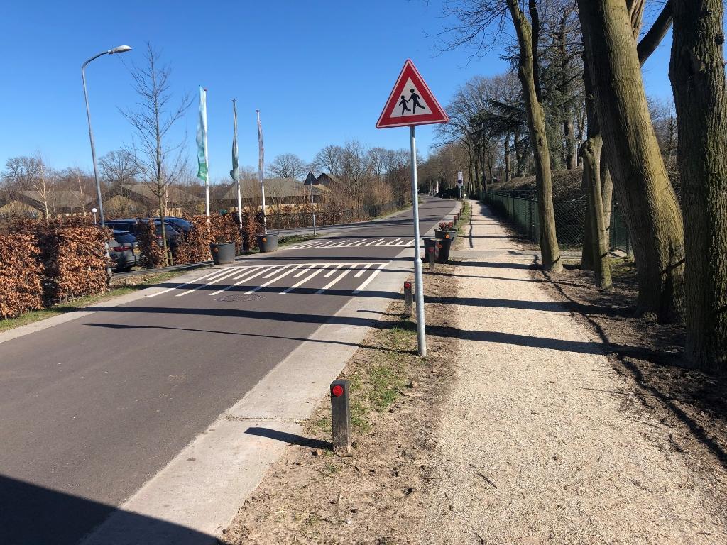 Wandelpad langs de Harremaatweg ter hoogte van Vakantiepark Ackersate Vakantiepark Ackersate © BDU media