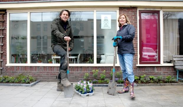 <p>Demissionair minister Cora van Nieuwenhuizen geeft samen met TV-tuinman Lodewijk Hoekstra het startschot.</p>