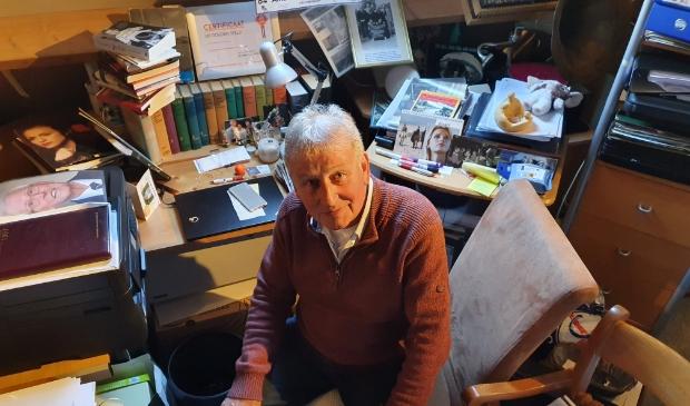 """Gerard Groenenberg in zijn 'museum'. ,,Dit is de zaak van mijn leven en ik zal die hoe dan ook oplossen."""""""