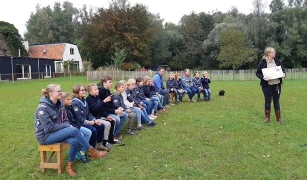 <p>Leden van de scoutingclub gaan collecteren voor Jantje Beton.</p>
