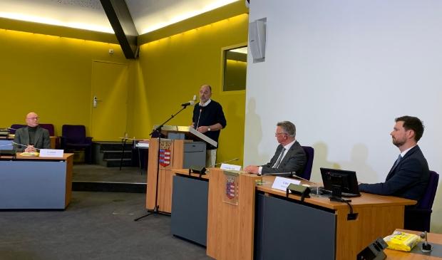 <p>Burgemeester Isabella en de heren Jonkers, Van der Valk en Bos bij de bekendmaking van de uitslag van het referendum</p><p><br></p>
