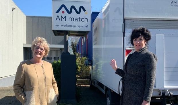 <p>Stieneke Kruijer (GroenLinks) en Wil Roode (SP) bij AM Match.</p>