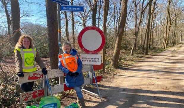 <p>Rixt Tanja en Els van Ginkel maken zich zorgen over de toekomst van het gebied rond de Husselsesteeg.</p>