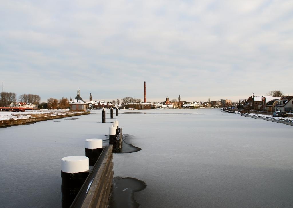 <p>De sky-line van Halfweg-Zwanenburg door de ogen van Geertrui Monshouwer.</p> <p>Geertrui Monshouwer</p> © BDU media