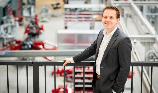 <p>Exportmanager David Fokker in de productiehal van Hoeflon op Harselaar-Zuid.</p>