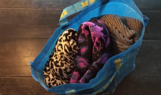 <p>Vul een tas met kleding die je niet meer draagt en geeft het door</p>