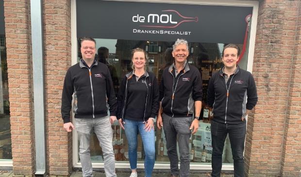 <p>Het team van De Mol DrankenSpecialist.</p>