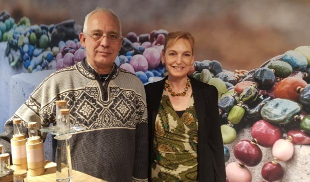 <p>Joep en Regina van Stratum, eigenaren van Beadare Beads & Jewelry.&nbsp;</p>