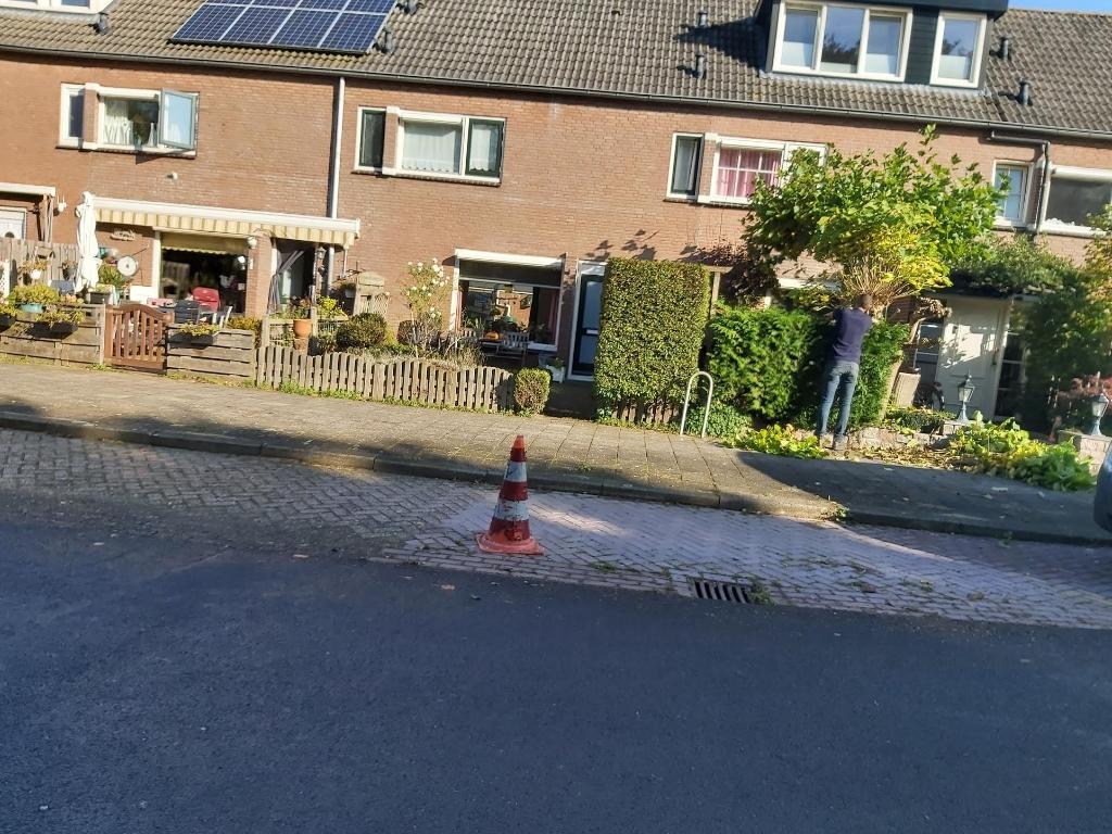 Met pionnen worden parkeerplekken afgezet. Eigen foto © BDU media