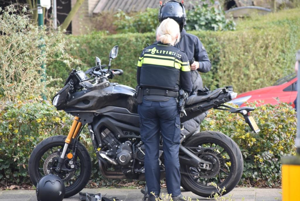 <p>De berijder van de motor kon na behandeling in de ambulance naar huis.</p> Eempers © BDU media