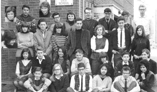 <p>De klasgenoten uit de periode 1962-&#39;66 van de Kerkebuurt Mulo.</p>