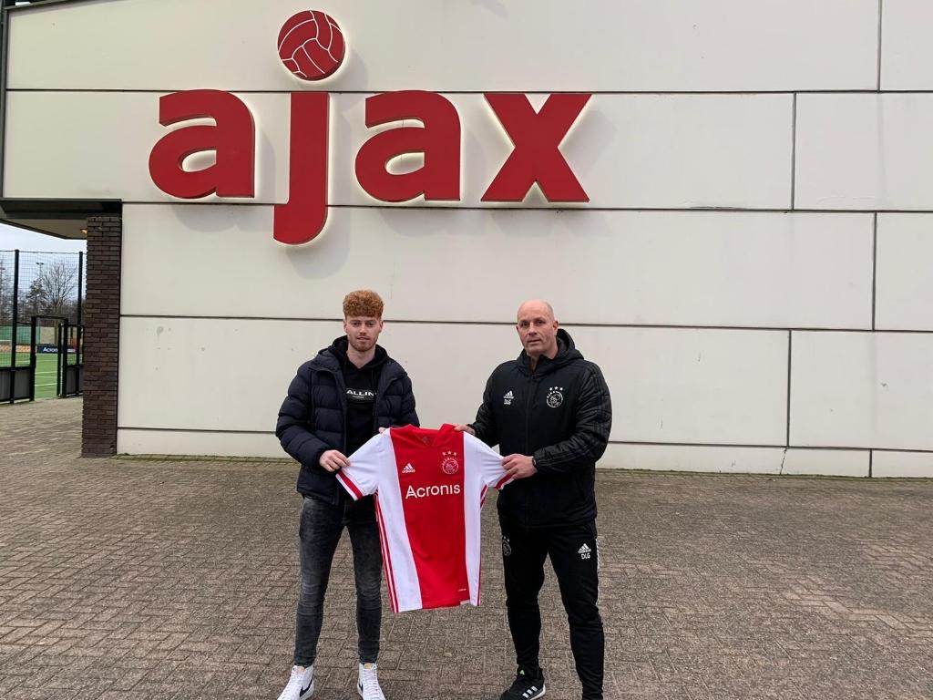 <p>Michel van Aggele gaat toch weg bij SDC Putten en speelt volgend seizoen bij de zaterdagamateurs van Ajax.</p>
