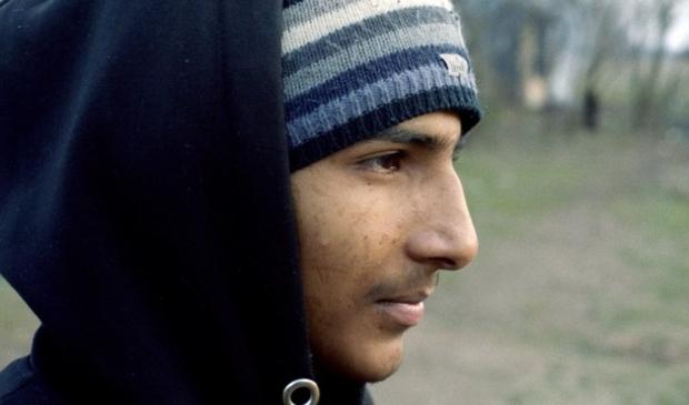 <p>Durrab (16) uit Pakistan staat aan de Servisch-Hongaarse grens.</p>