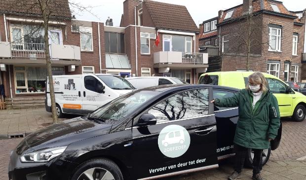 Chauffeur met elektrische auto Zoefzoef