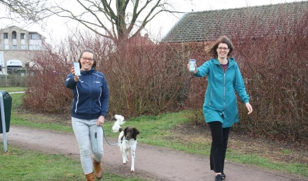 Karin de Bruin en Annemarie Drenth lopen dagelijks een ommetje.