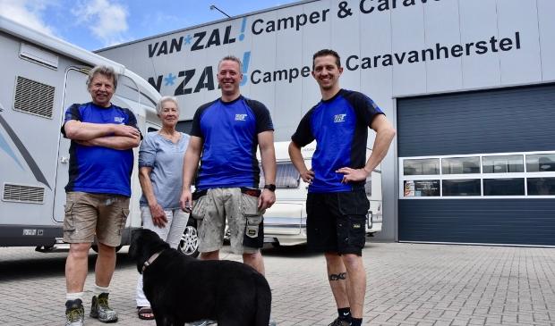 <p>Het team van Van Zal Camper & Caravanherstel.</p>