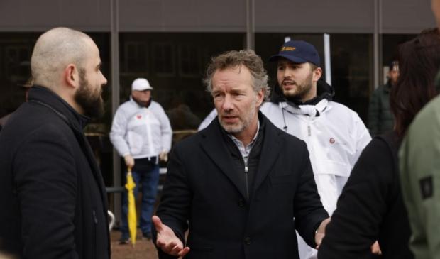 Wybren van Haga spreekt met Edese FvD-aanhangers Ted Walker © BDU Media