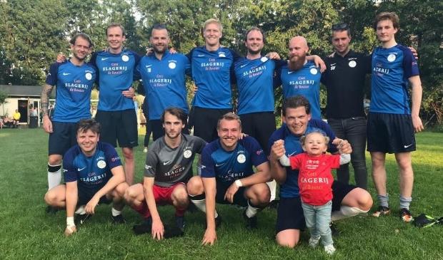 <p>De mannen van FC Nes United.</p>