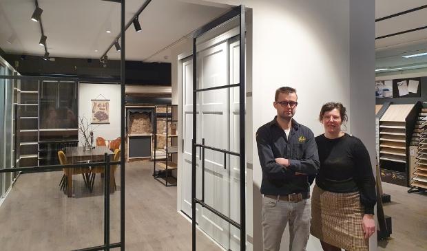 <p>Bart en Marita van Deelen bij het nieuwe gedeelte Van Deelen Wonen.&nbsp;</p>