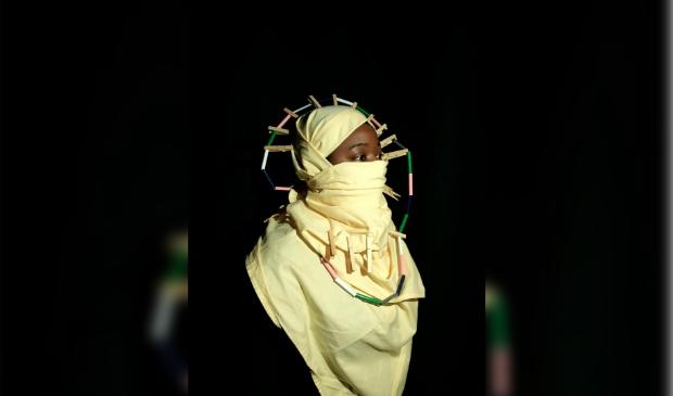 <p>Het portret &lsquo;In mijn duisternis&rsquo; van Brenda Onana is verkozen tot winnaar.&nbsp;</p>