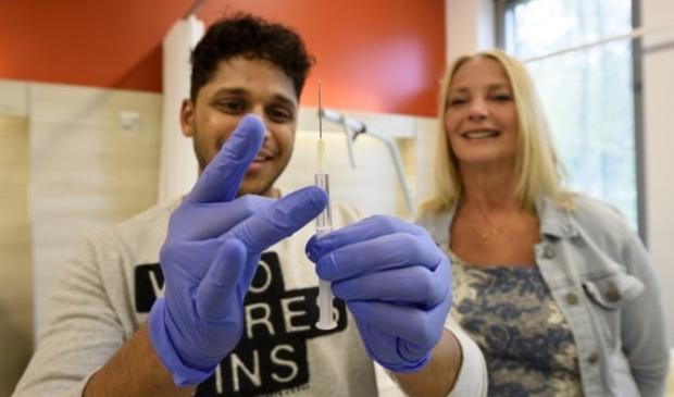 Tweede- en derdejaars studenten van de opleidingen Doktersassistente en Verpleegkunde staan te popelen om te vaccineren.