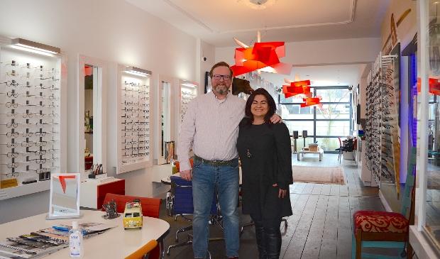 <p>Aart en Monica Bouman genieten als klanten met een glimlach de winkel verlaten.</p>