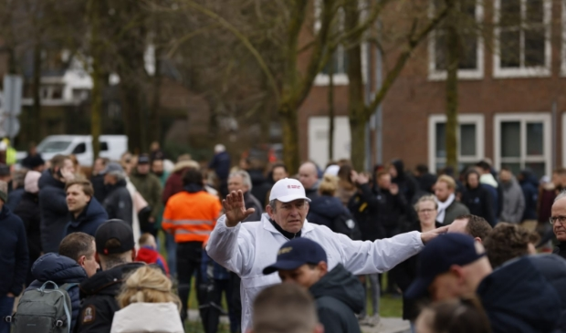 De organisatie roept de toeschouwers op om afstand te houden. Ted Walker © BDU Media