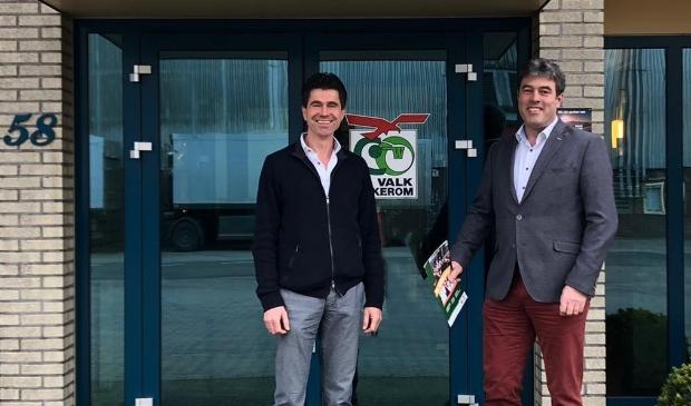 De nieuwe directeur Martin Vervoorn (l) en oud-directeur Michael Mackaay.
