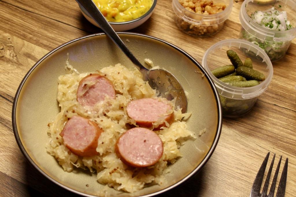 Zuurkool samen met rookworst., voortreffelijk van smaak en heerlijk gekruid. Ton Dijkstra © BDU media