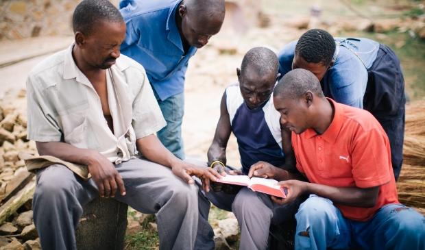 <p>OM biedt mensen ook hulp bij HET lezen in de bijbel.</p>