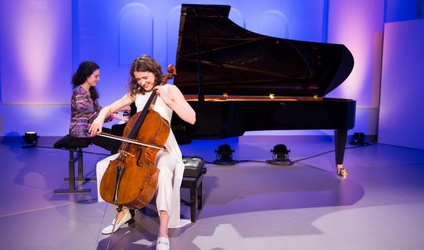 <p>Anastasia Kobekina (cello) en Paloma Kouider (piano).</p>