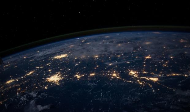 Het zal niet zo zijn dat de hele aarde donker is, maar alle beetjes helpen.