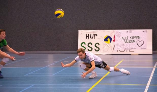 <p>Libero Thijs van Gessel van SSS redt namens de Barnevelders.</p>
