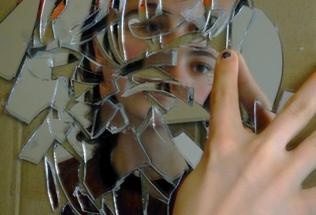 'Gebroken zelfbeeld' door Gwen van den Boogaard  Gwen van den Boogaard © BDU media